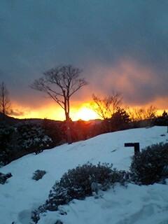 雪と夕焼け